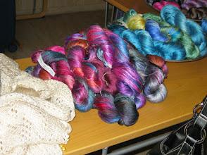 Photo: Hos Solsilke kunde man både köpa vackra kits, underbart silkegarn eller som Mia - prova färdiga tröjor.