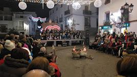 La plaza de Fondón acogió la primera Zambomba Alpujarreña