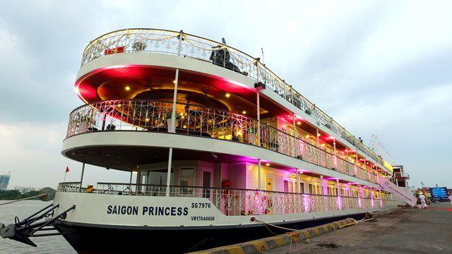 Tàu Sài Gòn Princess – nhà hàng nổi trên sông chất lượng 5 sao