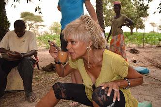 Photo: Au nord de Dakar Sébastien récolte le vin de palmes depuis plus de 30 ans. A voir sur les pages tour du monde de www.newsroads.com