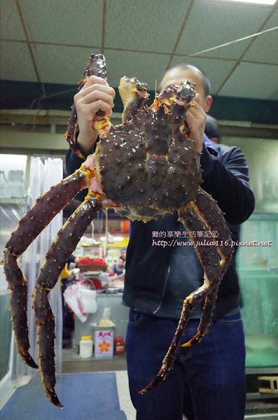 【89活海產】中山區。膽固醇爆炸!一定要吃吃看的生猛帝王蟹火烤兩吃❤