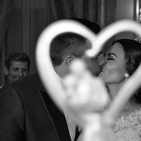 Wedding photographer Liviu Bratosin (liviustudiopro). Photo of 02.11.2017