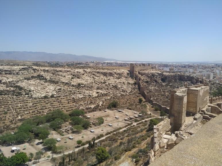Vista de todo el entorno de La Hoya desde el punto más alto de la Alcazaba