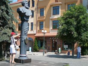 Photo: Munkácsy szobra, szülővárosában