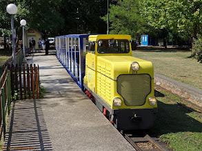 """Photo: Lokomotywa spalinowa D4 (Tobisch, Wien, 1967) ze składem """"letniaków"""" kolejki Wiener Prater Liliput-Bahn {Rotunde; 2013-08-22}"""