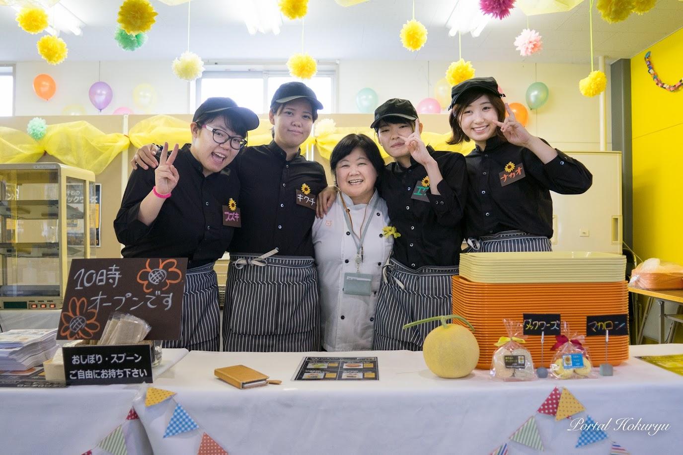 宮島学園北海道製菓専門学校・藤田真由美先生と生徒さんたち