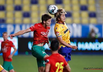 """KVO-verdediger Tanghe gaat van 19 minuten vorig seizoen naar geen minuut gemist: """"De coach zei me na de eerste training dat hij leeftijd niet belangrijk vond"""""""