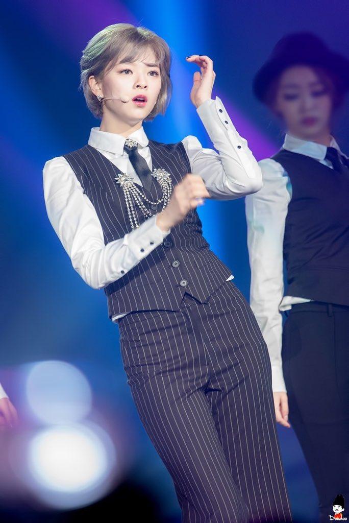 jeongyeon suit 20