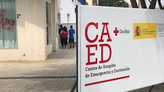 Exterior del Centro de Acogida de Emergencia y Derivación de Cruz Roja en la capital almeriense.