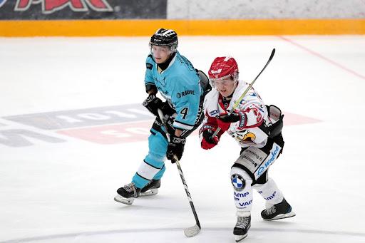Liigan viidenneksi lyhin pelaaja Iikka Kangasniemi (170 cm) ja lyhin Joonas Komulainen (165 cm) kohtaavat tiistaina. (Kuva: Tomi Natri)