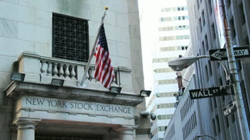 Descrição: http://ak7.picdn.net/shutterstock/videos/2429537/preview/stock-footage-new-york-new-york-usa-april-th-new-york-stock-exchange-building-on-wall-street-downtown.jpg