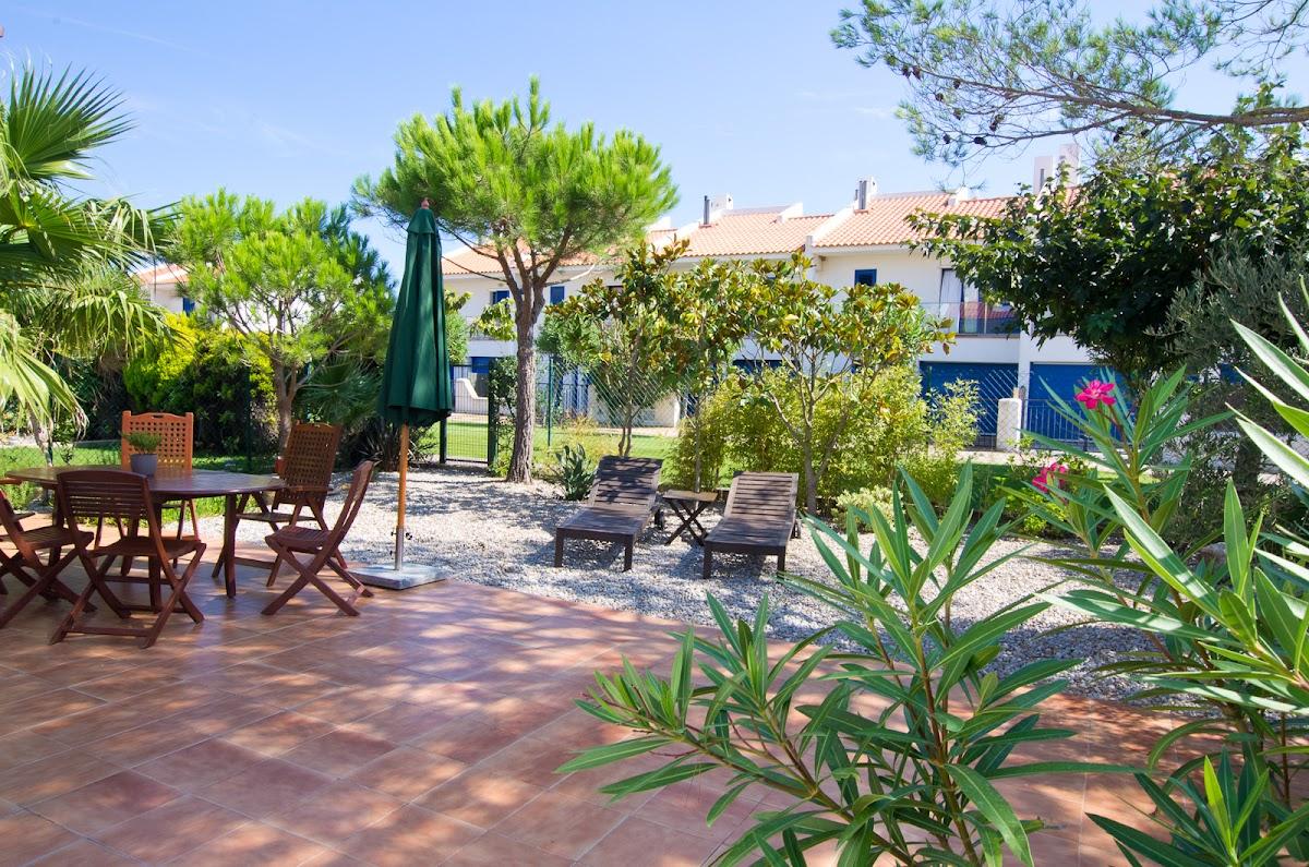 Unser Garten mit direktem Zugang zum Gemeinschaftsbereich mit Pool