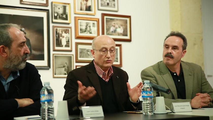 Juan Manuel Castro (en el centro), entre Juan Carlos Asián y Alfredo Valdivia.