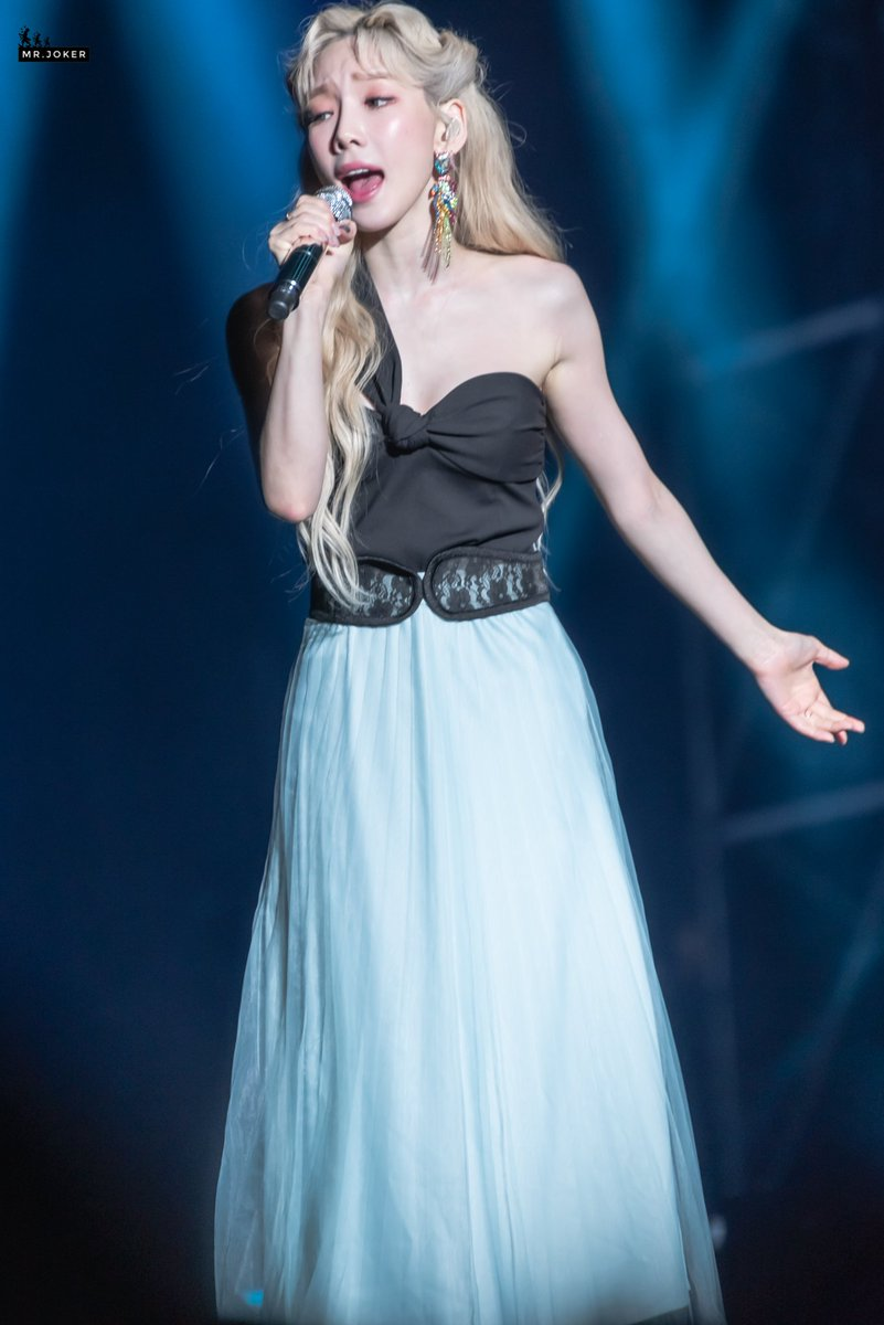 taeyeon gown 132