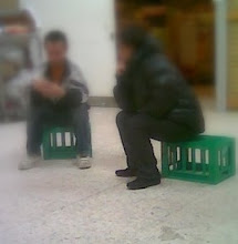 Photo: To tyve mere venter på politi