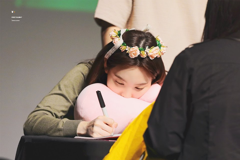 TWICE_FANSIGN_190505_27