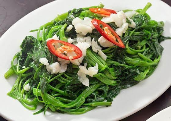 Bí quyết cho đĩa rau muống xào tỏi xanh mướt, giòn ngon hấp dẫn