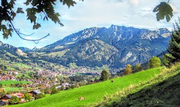 Photo: Burgschrofen L=27: 9,8km + 550hm + 3h00 Blick über Groß nach Bad Hindelang mit Iseler und Bschießer -  Infos: https://pagewizz.com/sonthofen-imberg-wandern-blorcha-alpe-burgschrofen-32082/