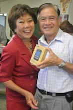 Photo: Le mari de chi Lan Huong gagne le 2e lot, un smartphone Samsung Galaxy Trend lite