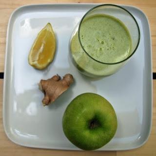 Detoxifying Apple Lemon Ginger Juice.