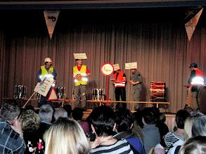 Photo: Auf der Bühne gehts bereits los.