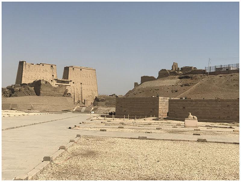 Edfu temple 1