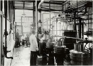 Photo: 1929 Interieur van de melkfabriek St. Martinus.