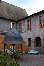 Photo: J22 : Pommiers en Forez, le cloître du prieuré