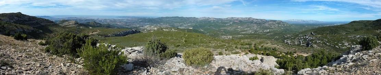 Photo: panoramique depuis le Taoumé. Garlaban.