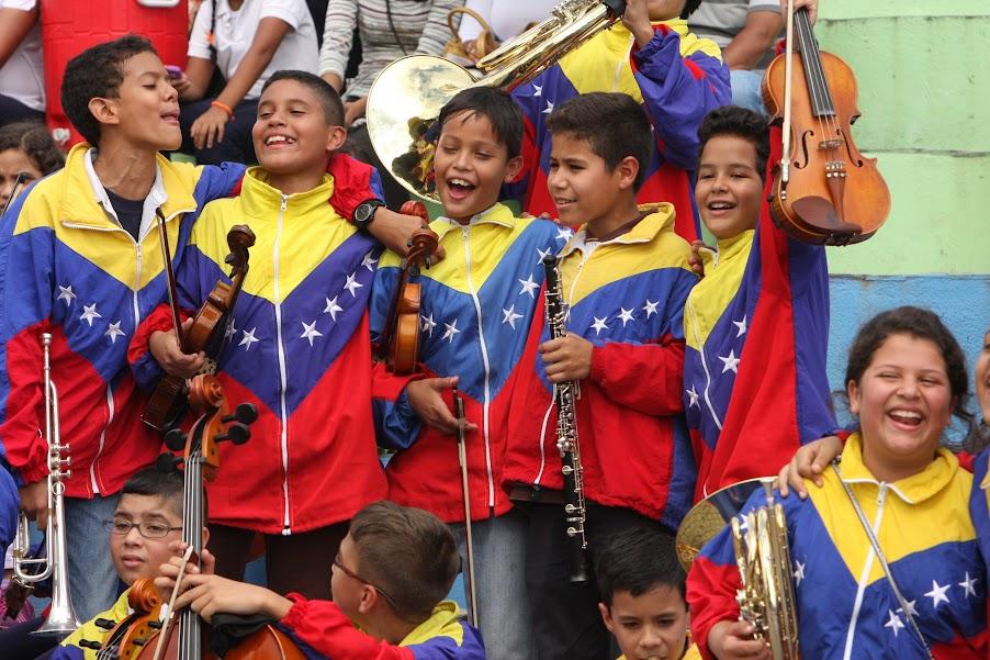 En la Concha Acústica de Puerto Ayacucho la Orquesta Regional Infantil de Amazonas se unió con sus pares de otras regiones del país para llevar al unísono su mensaje de paz a través de la música