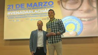 Miguel Gutiérrez, de la Fundación del Almería, recogió el galardón.