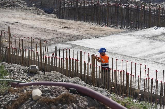 obrero trabajando en la zona.