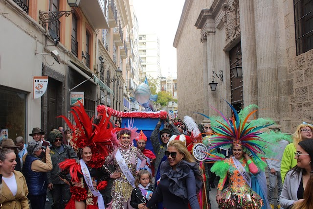 Imagen inigualable de la Sardina recorriendo las calles del Casco Histórico.