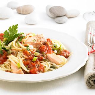 Linguine mit Kräuter-Salsa und Lachsfilet