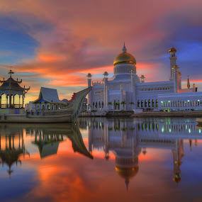 Sultan Omar Ali Saifuddin Mosque by Mohamad Sa'at Haji Mokim - Buildings & Architecture Places of Worship ( water, reflection, iconic, mosque, sunset )