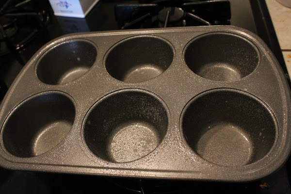 Heat oven to 350 degrees. Grease and lightly flour muffin tin. Set aside.