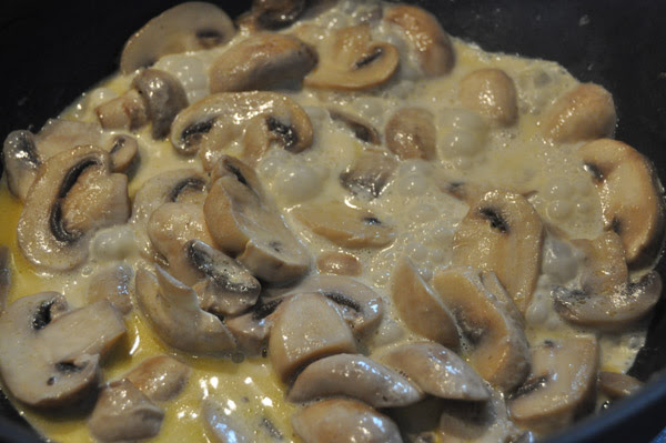 Hot Girls Cooking, Creamy Mushrooms, mushrooms, bagels, mushrooms on bagels, New Zealand (NZ) Cooking, Cooking for real. 新西兰烹饪,配有照片的食谱教程