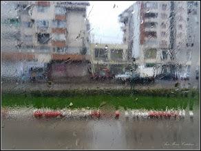 Photo: Cum mai e vremea pe la noi = ploua!  Cum mai sunt vremurile pe la noi = progresam !  - din autobuz, imagine din Turda, de pe Str. Libertatii - 2018.11.26