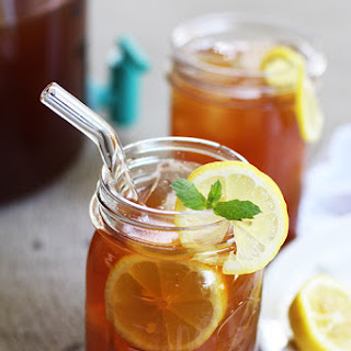 Crockpot Lightly-Sweetened Lemonade Iced Tea