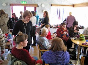 Photo: Under helgen är Torget öppet som ett stort stickcafé.