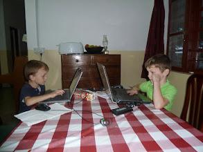 Photo: Mailtjes schrijven aan de kinderen van de klas in Ede