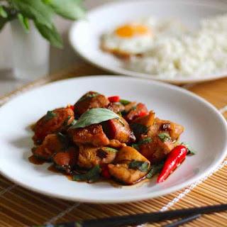 Recipe of Pad Ka Pao Gai (Fried Chicken with Basil).