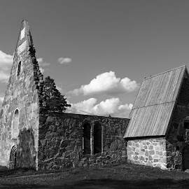 Church ruins by Simo Järvinen - Black & White Buildings & Architecture ( religion, building, monochrome, christianity, church, black and white, outdoor, ruins )