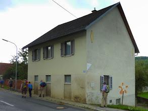 """Photo: Die """"Alte Schule"""" von Karl ist denkmalgeschützt [D] und bildet die 4. Station der """"Rallye Monte Karl""""."""