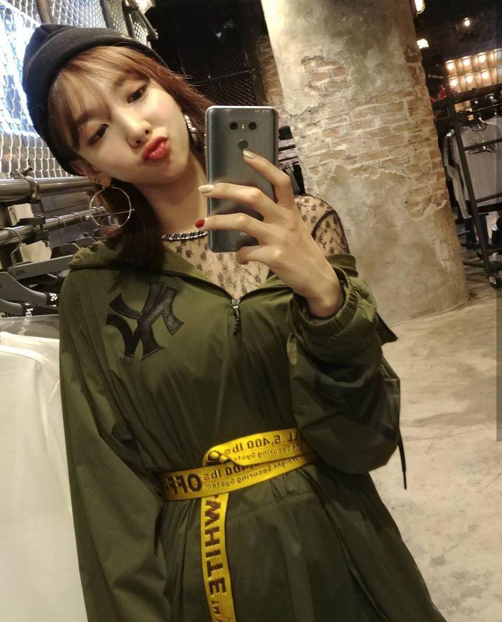 nayeon mirror 3