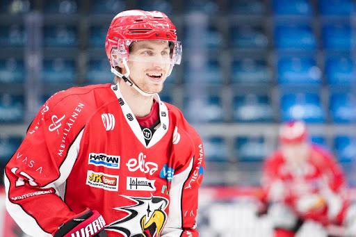 <p>Erik Riska jatkaa Sportin kapteenina. (Kuva: Samppa Toivonen)</p>