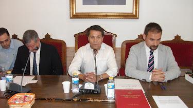 Pleno de investidura del socialista Domingo Crisol, con el actual alcalde del PP, Miguel Martínez Carlón (izq).