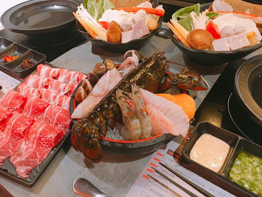 波斯頓活龍蝦雙人套餐$999cp值超高的👍👍龍蝦好吃湯頭很甜!喝完湯都不會口渴👍雙拼的牛小排好吃!最特別的是伊比利豬都沒有豬肉的腥味..他們家的肉真的份量多又好吃!大推💯
