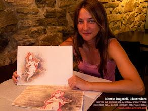 Photo: Montse Bugatell entregant l'art original (cobertes i il·lustració interior) per a un llibre d'aniversari molt especial que anirà cap a Bilbao.