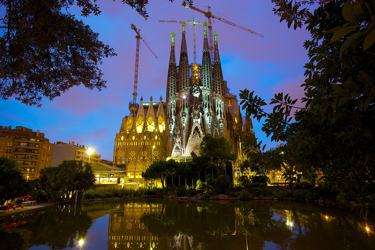 1280px-Basílica_i_Temple_Expiatori_de_la_Sagrada_Família.jpg